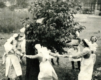 RLHLC-X-21-nurses-dancing-round-mulberry